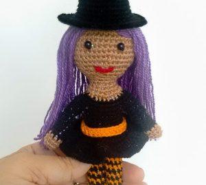 Bruxa de crochê para Halloween